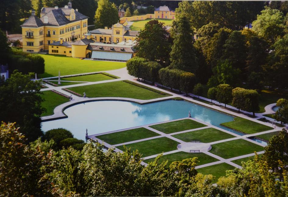 Schloss Hellbrunn mit Wasser
