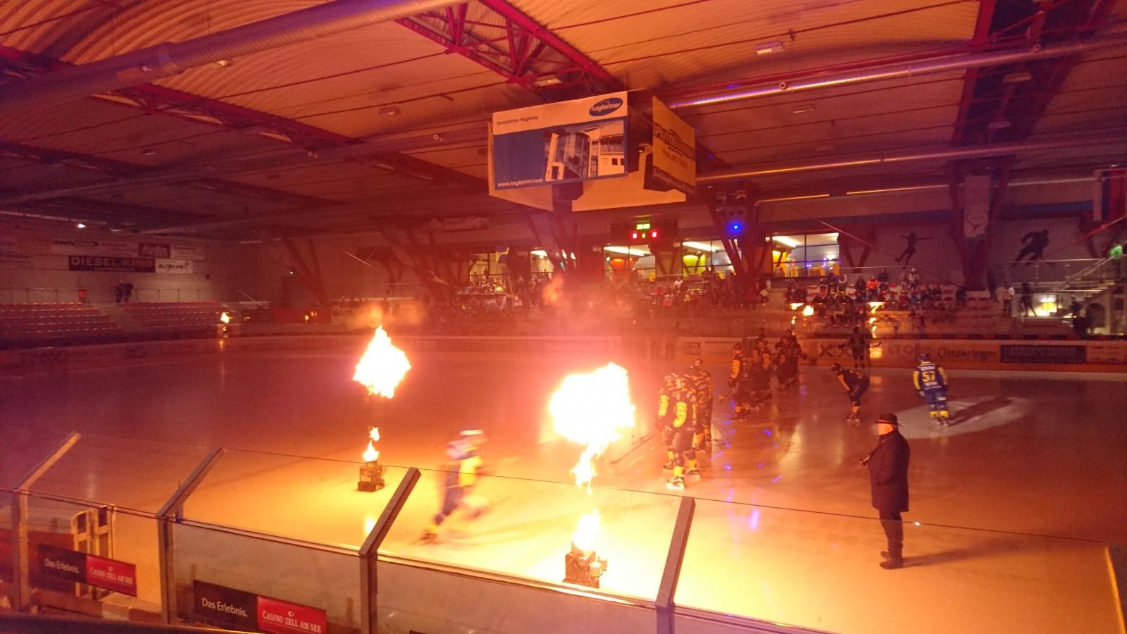 Heiß auf Eis: Bis nach Ostern spielt es sich in Salzburgs Eishallen noch richtig ab.