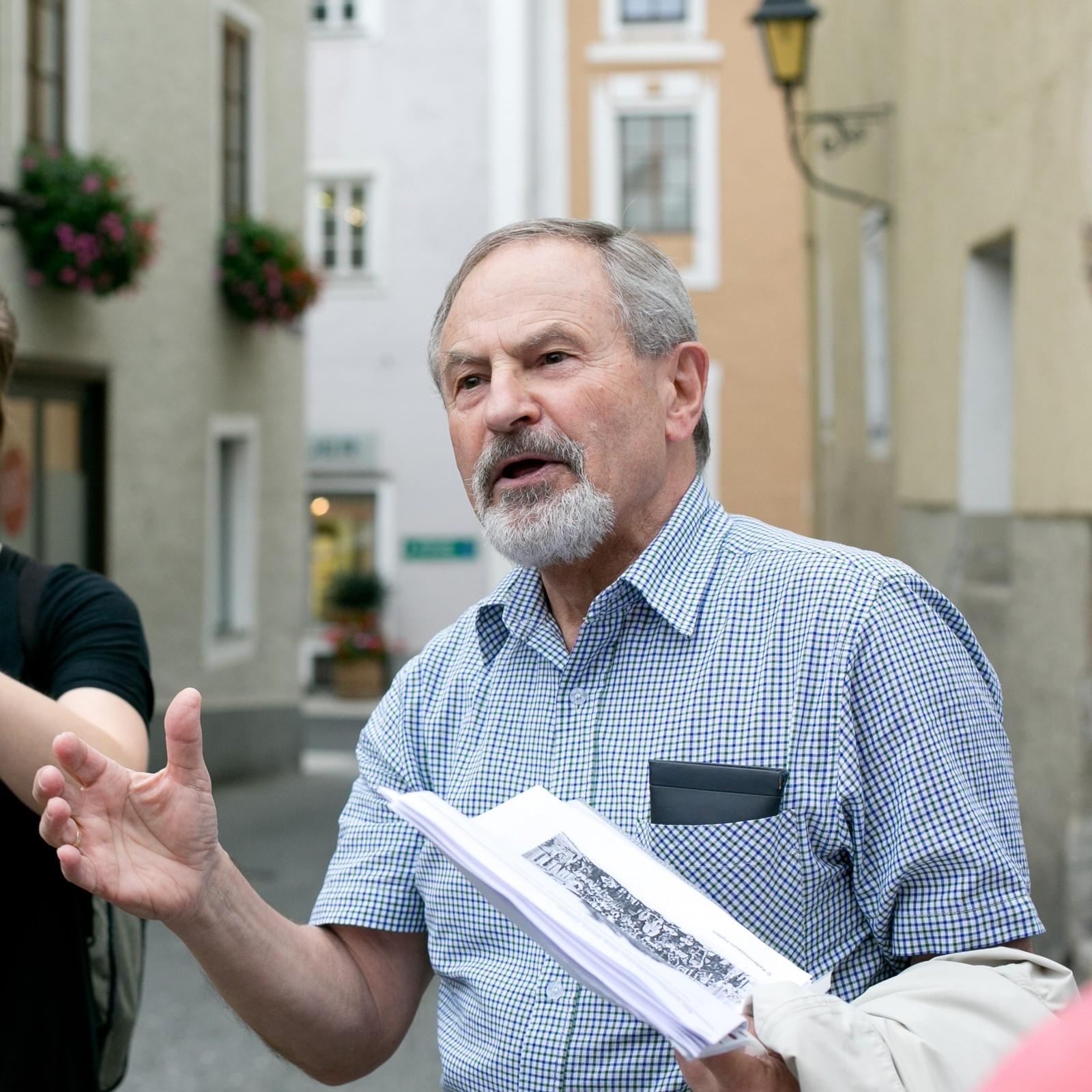 Professor Wintersteller begleitet einige der Stadtführungen des Aktivprogramms.