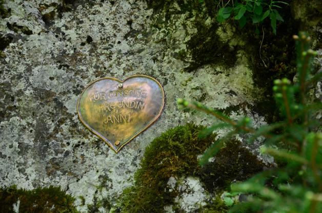 Herz auf Fels