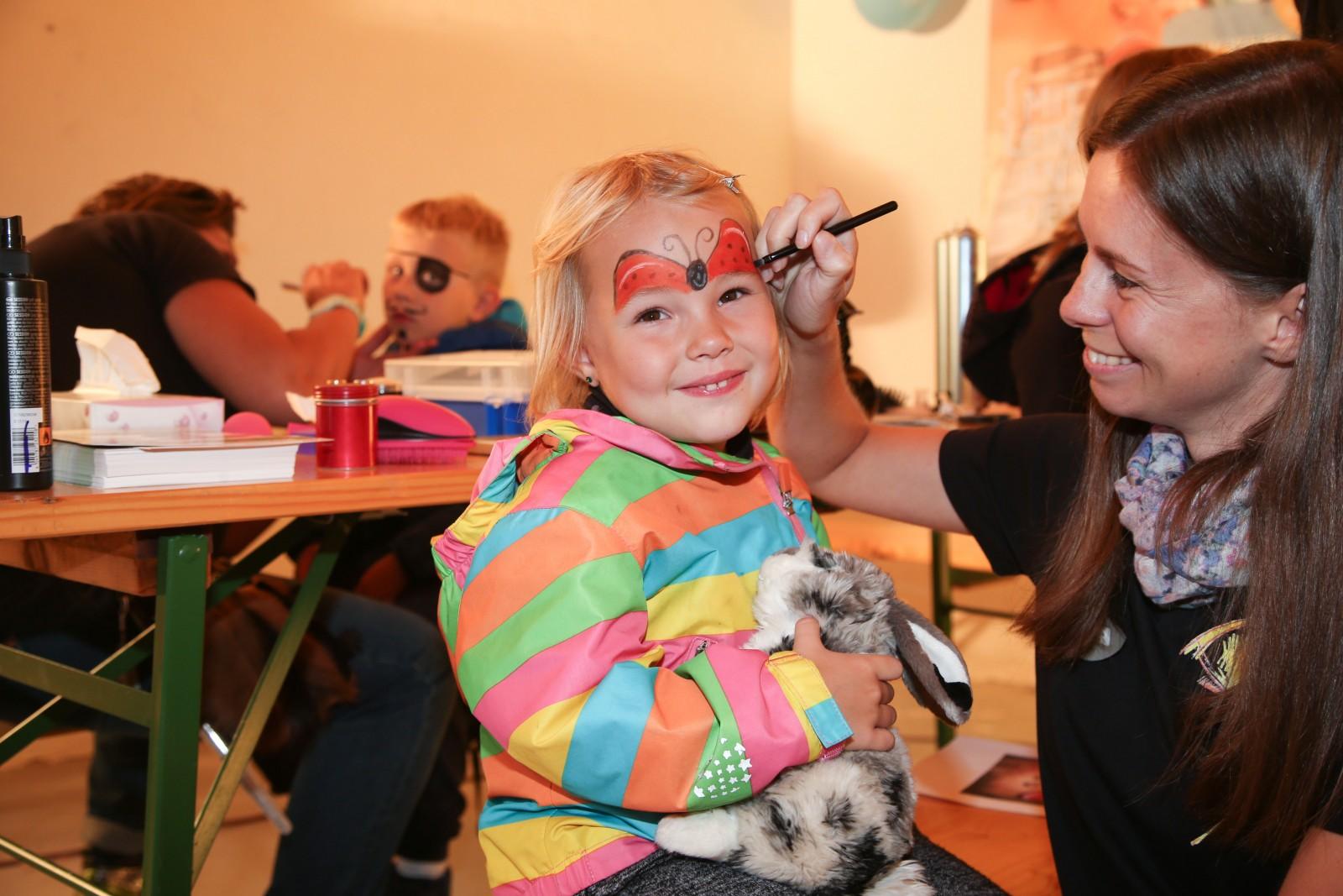 Für die Kleinen: Spaß beim Kinderschminken.