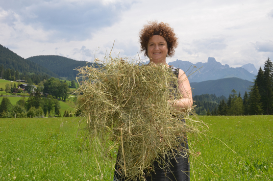 Claudia Erlbacher mit Bioheu