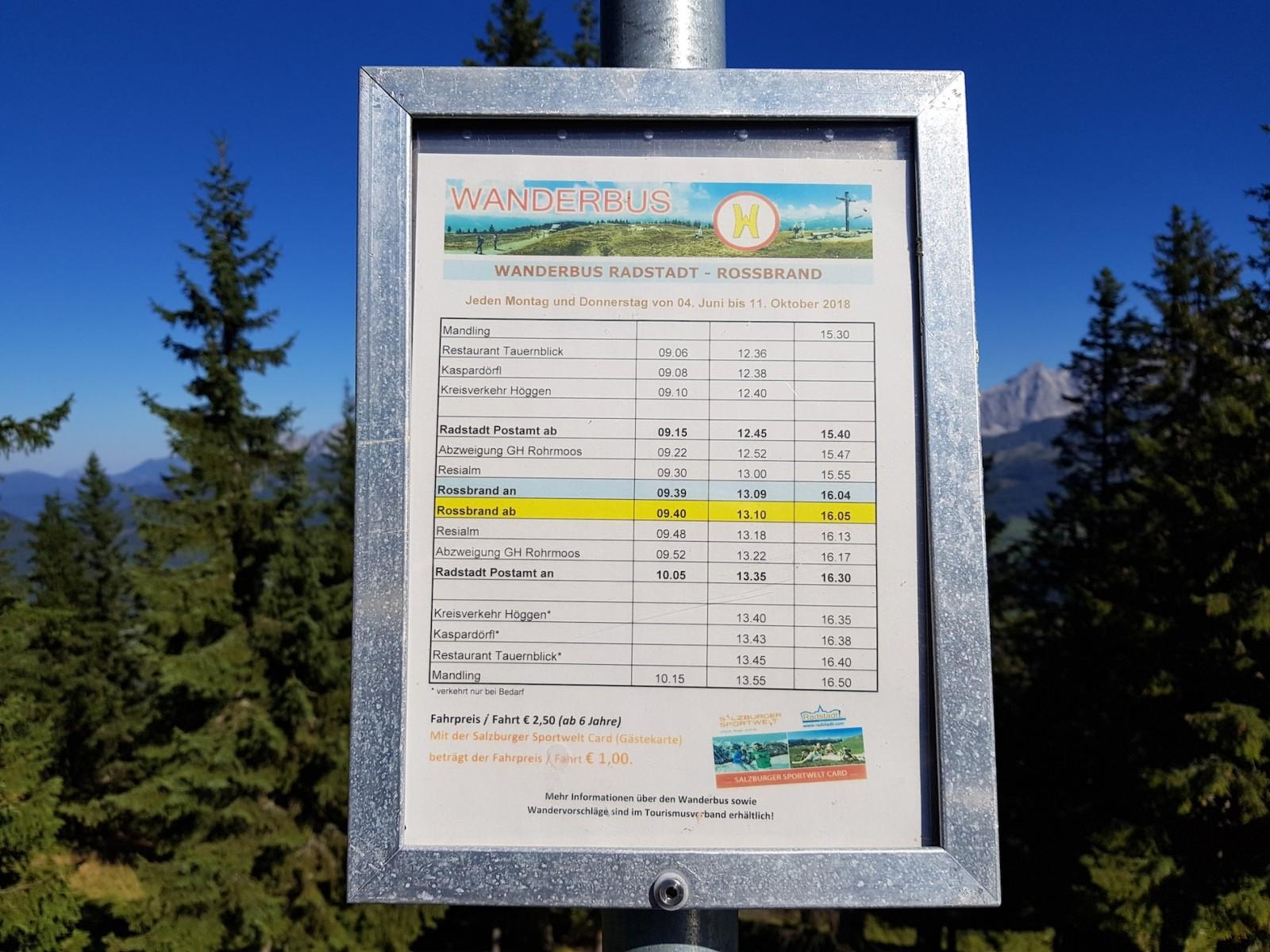 Von Juni bis Oktober fährt auch der Wanderbus hinauf.