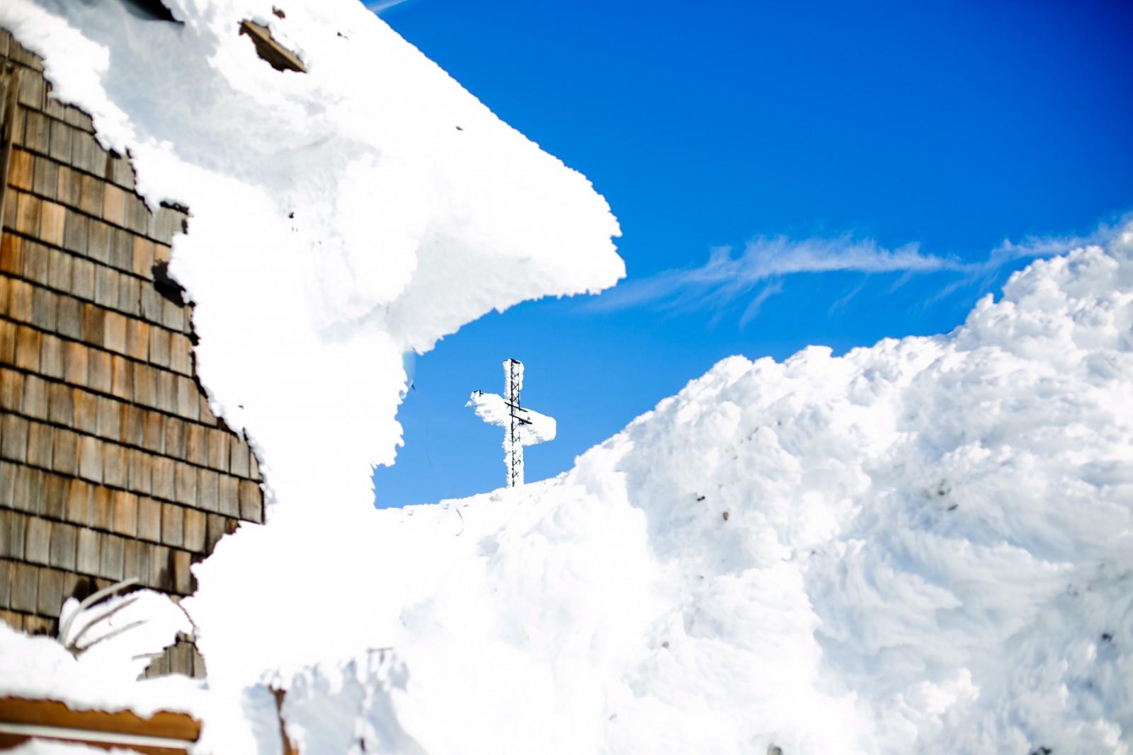 Gipfelkreuz im Sonnenlicht (c) wildbild