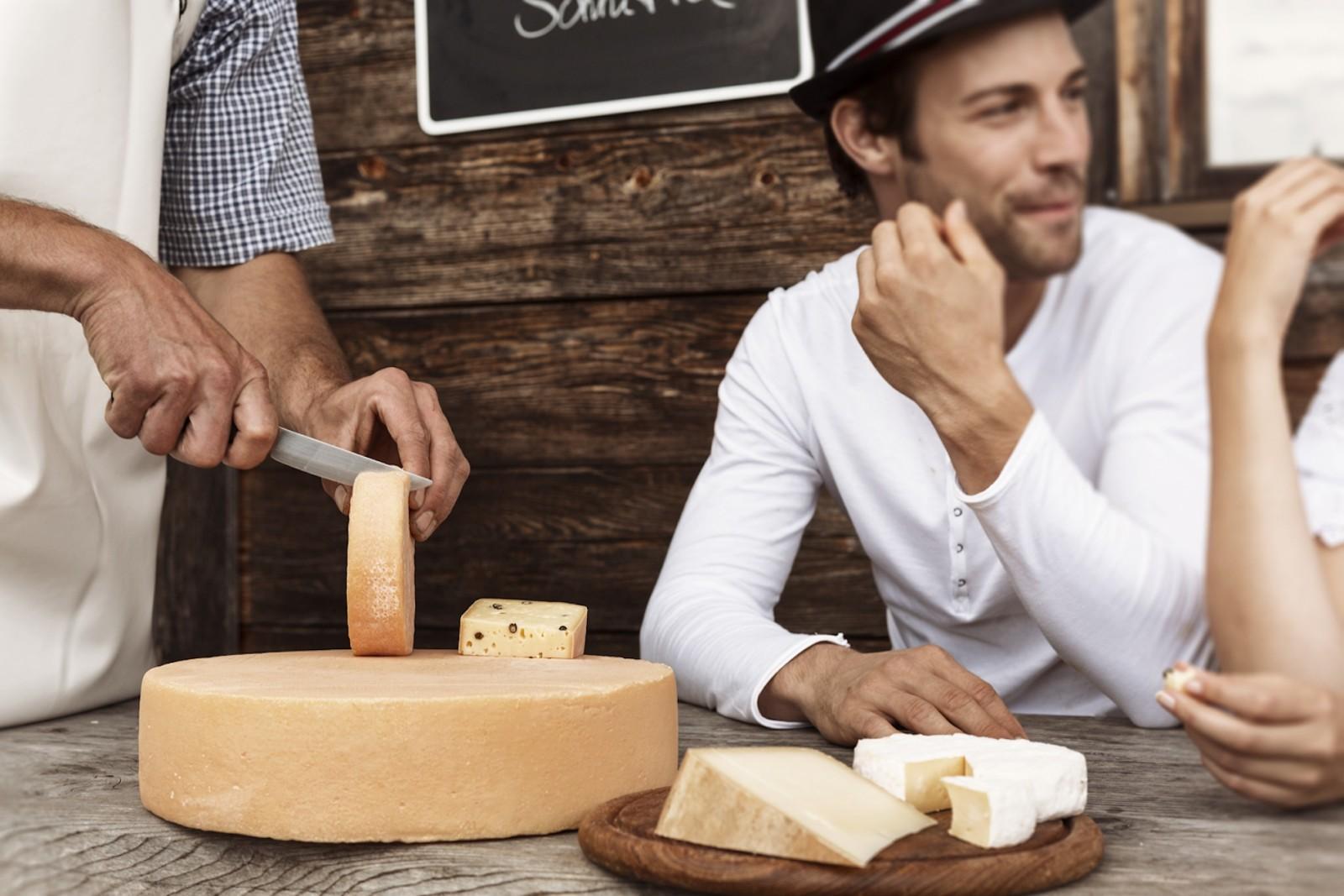 © Robert Kittel: Aus heimischer Milch werden feine Käsesorten gemacht.