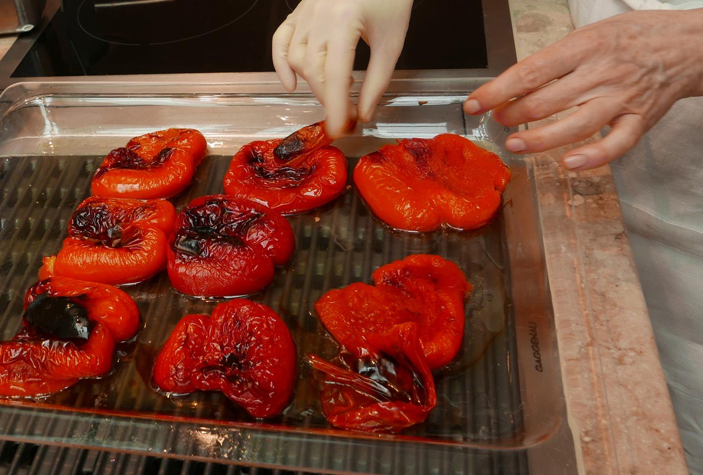 Häuten der Paprika-Hälften