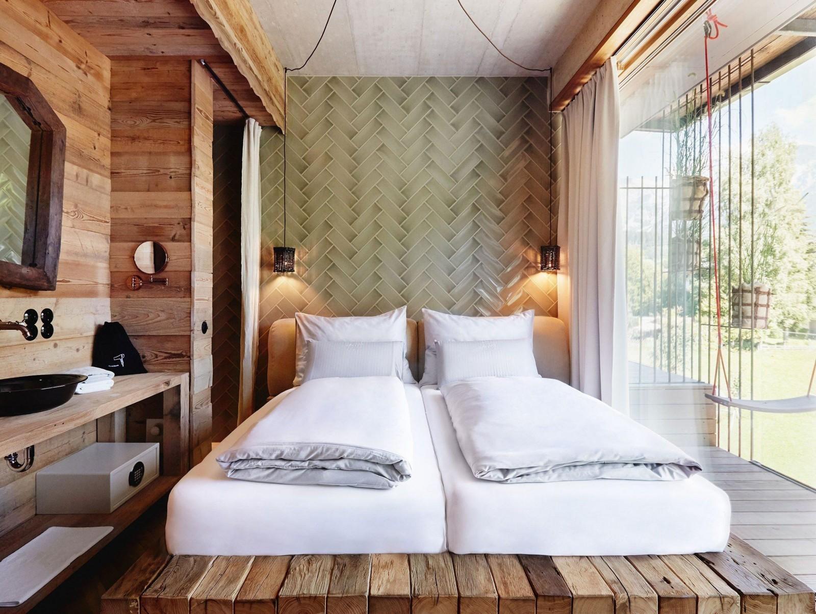 Gesunder Komfort in Zimmern mit reichlich Holz