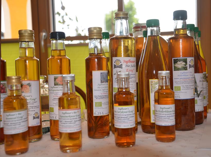Biokräuter-Essige  im Hofladen des Joglbauern