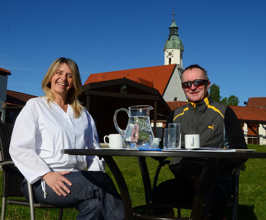 Renate Schaffenberger und mit einem Gast beim BioPicknick