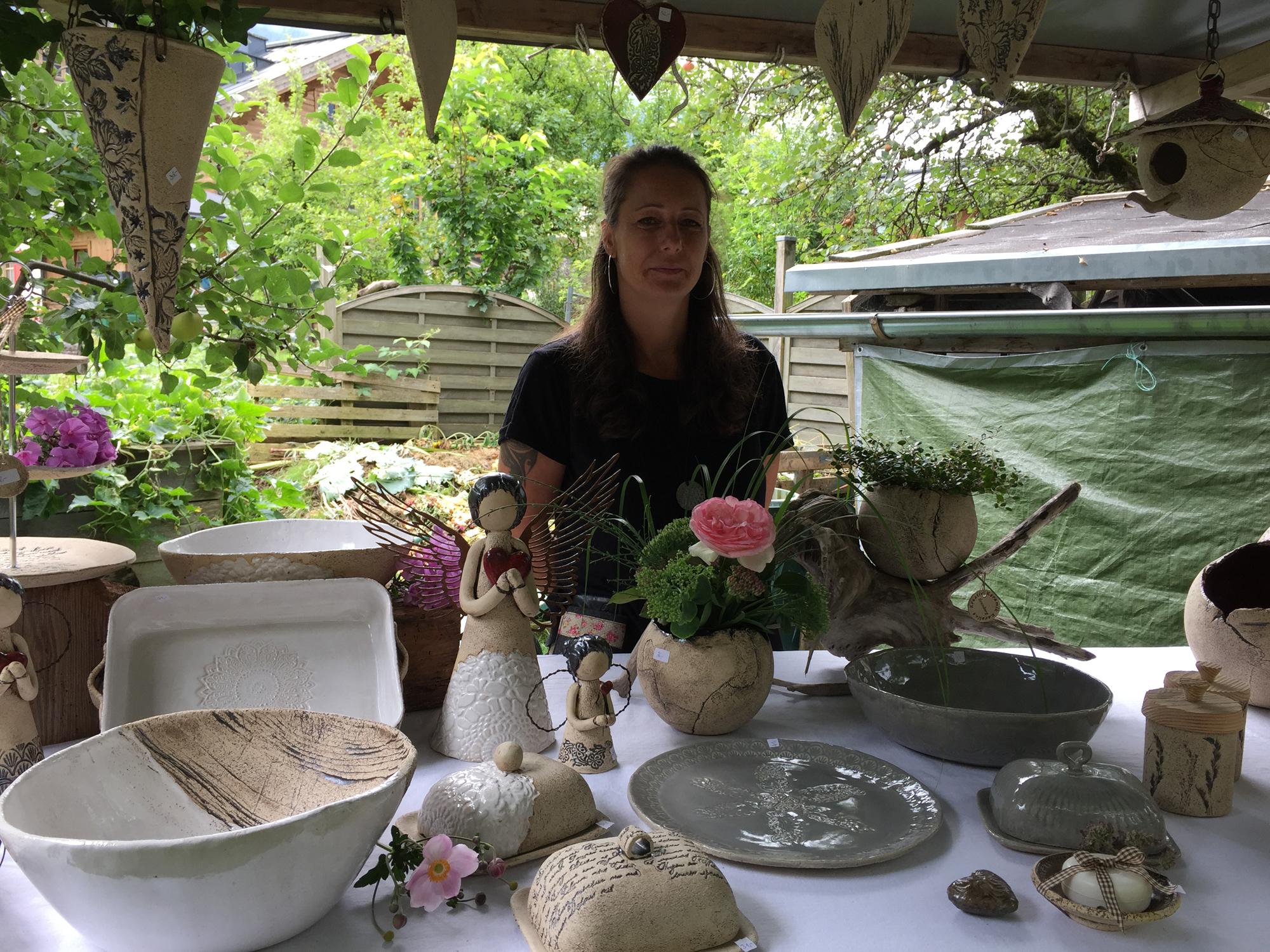 Keramikwaren auf dem Bauernmarkt