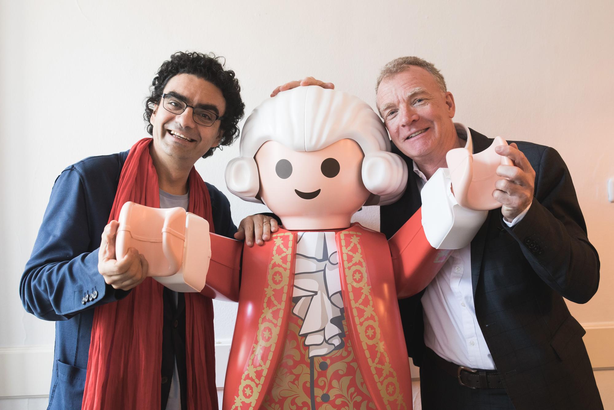 Villazón und Johannes Honsig-Erlenburg mit neuer Mozartfigur