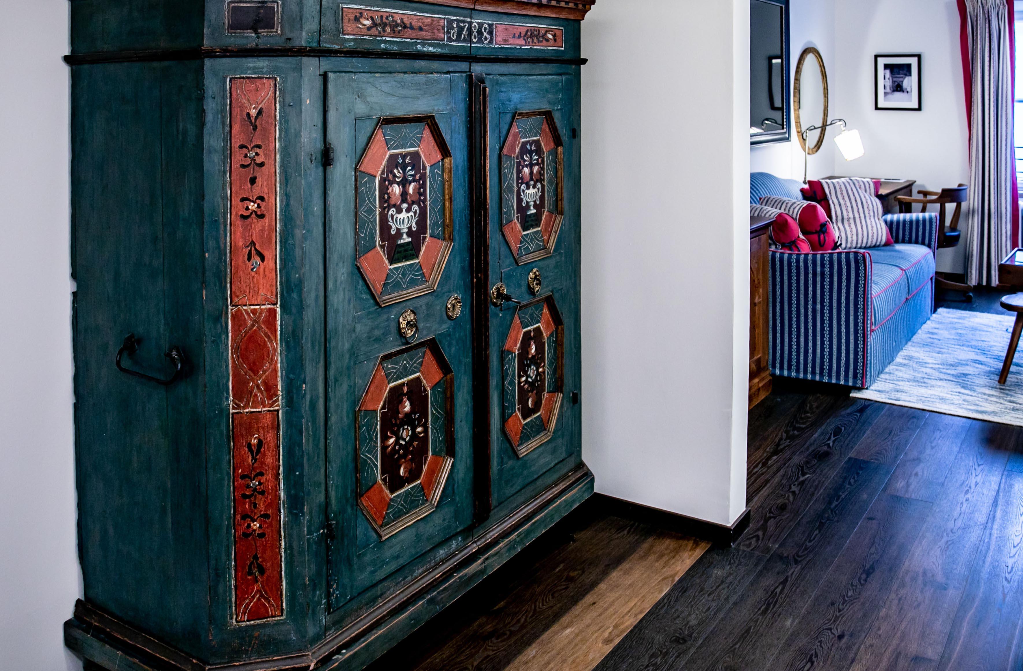 In den Zimmern finden sich echte Antiquitäten.  ©www.wildbild.at
