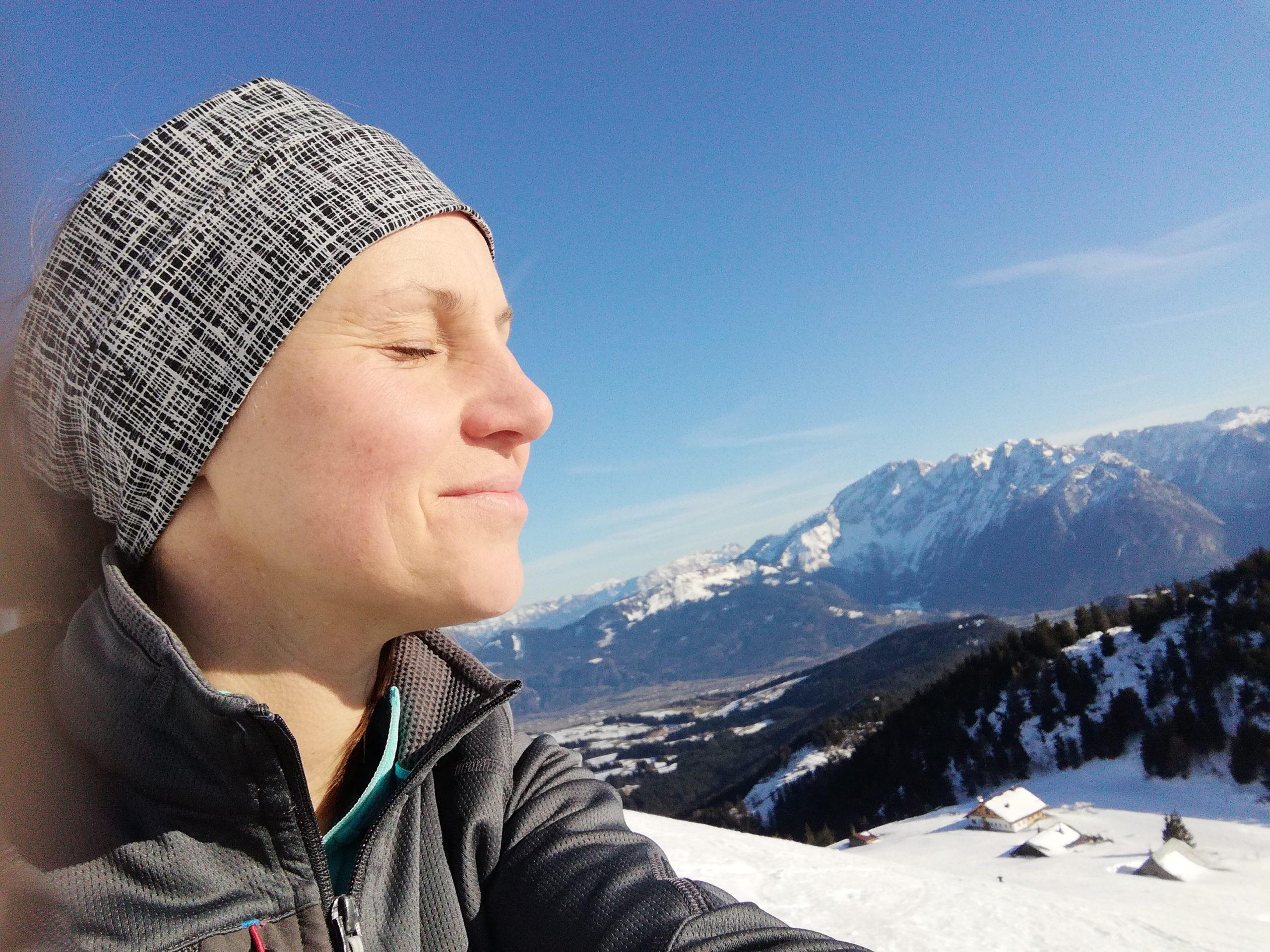 © SalzburgerLand Tourismus, Martina Egger. Immer wieder ein kurzer Stopp um die Frühlingssonne zu genießen