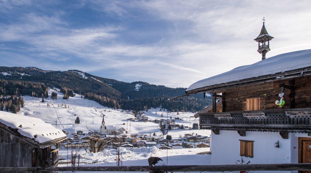 Blick auf Embach im Winter