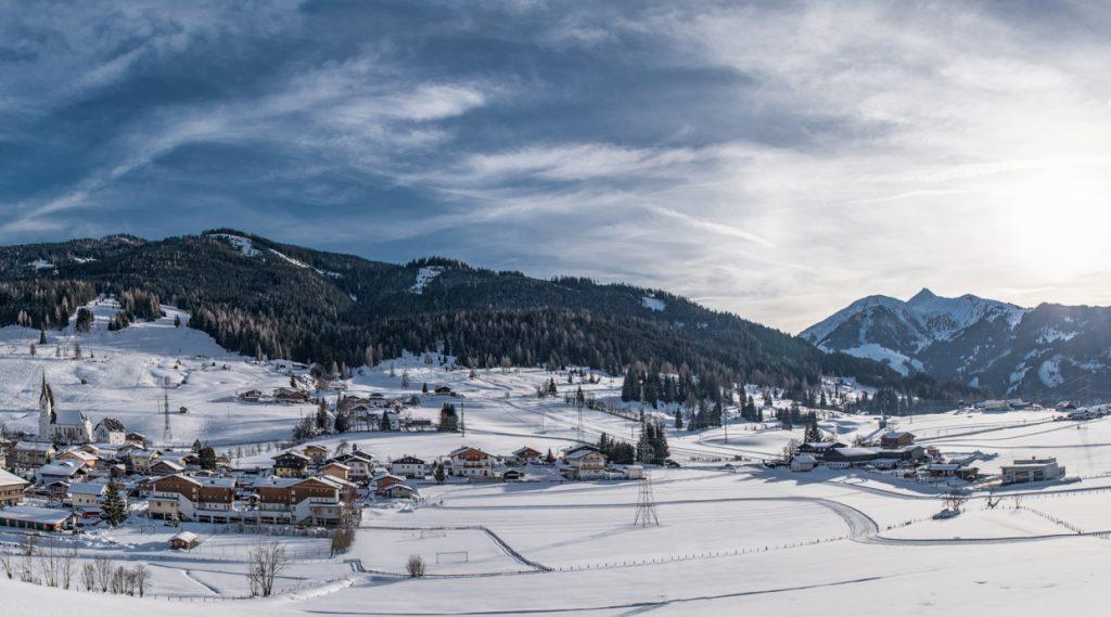 Winterliche Ortsansicht Embach