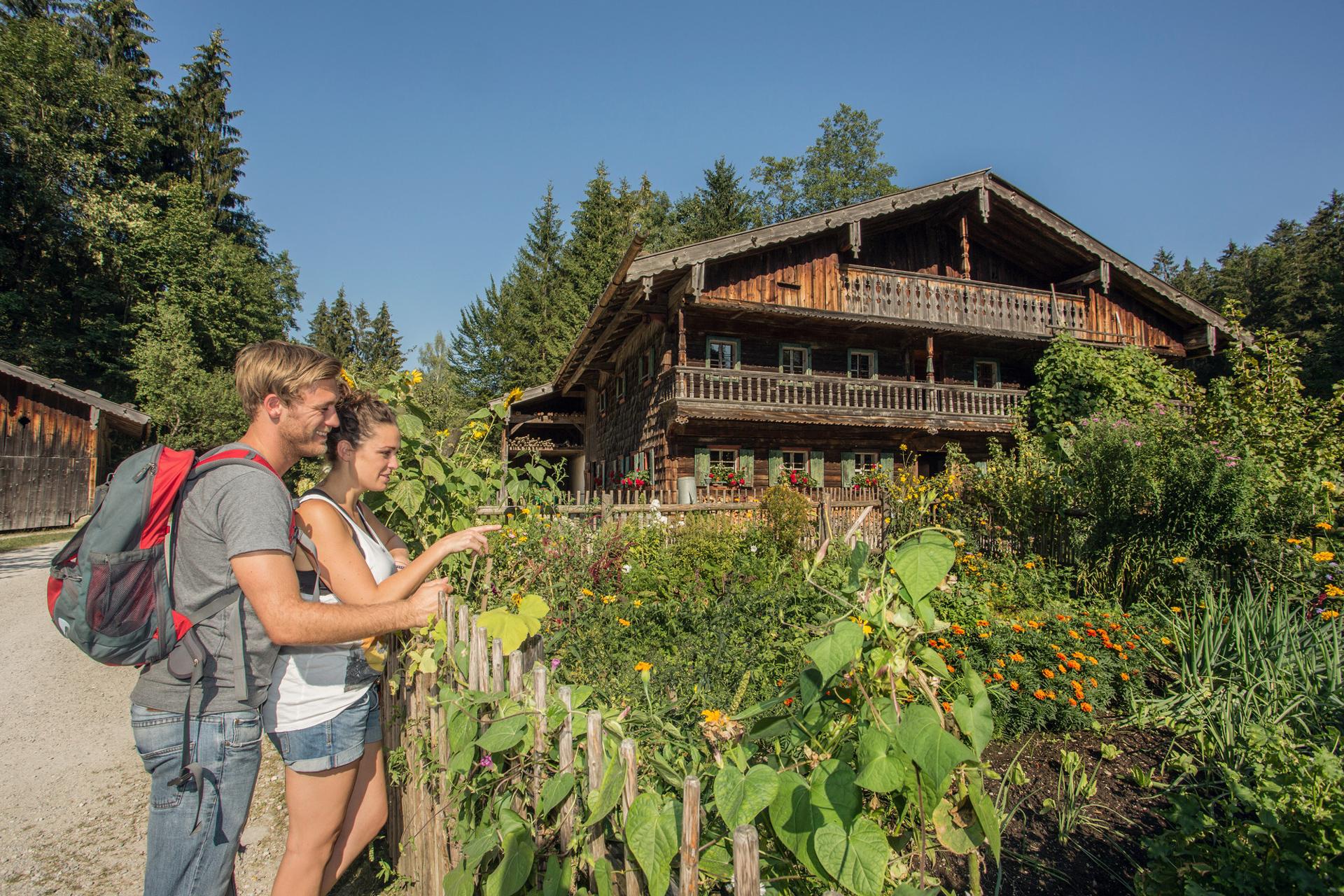 Ales Bauernhaus mit Bauerngarten