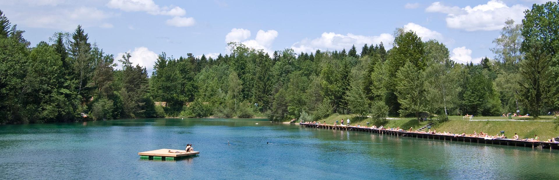 Blick über den See des Waldbades Anif