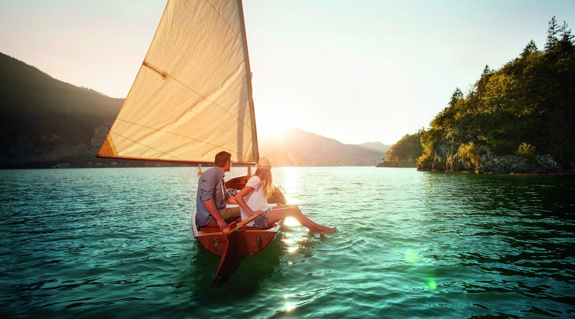 © SalzburgerLand Tourismus, ideenwerk werbeagentur gmbh - Pärchen im Segelboot
