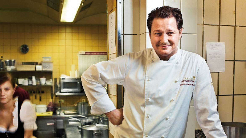 Haubenkoch Andreas Döllerer in seiner Küche