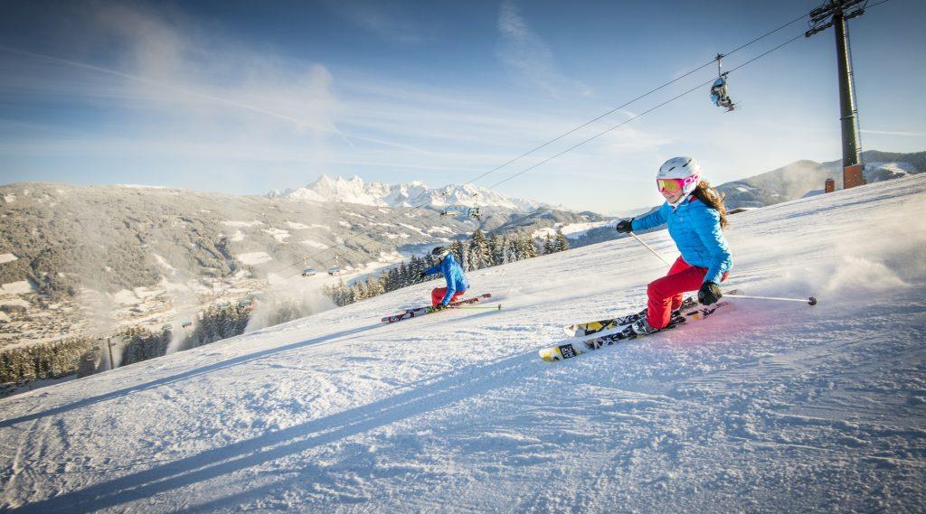 Skifahrer genießen die Pisten in Radstadt