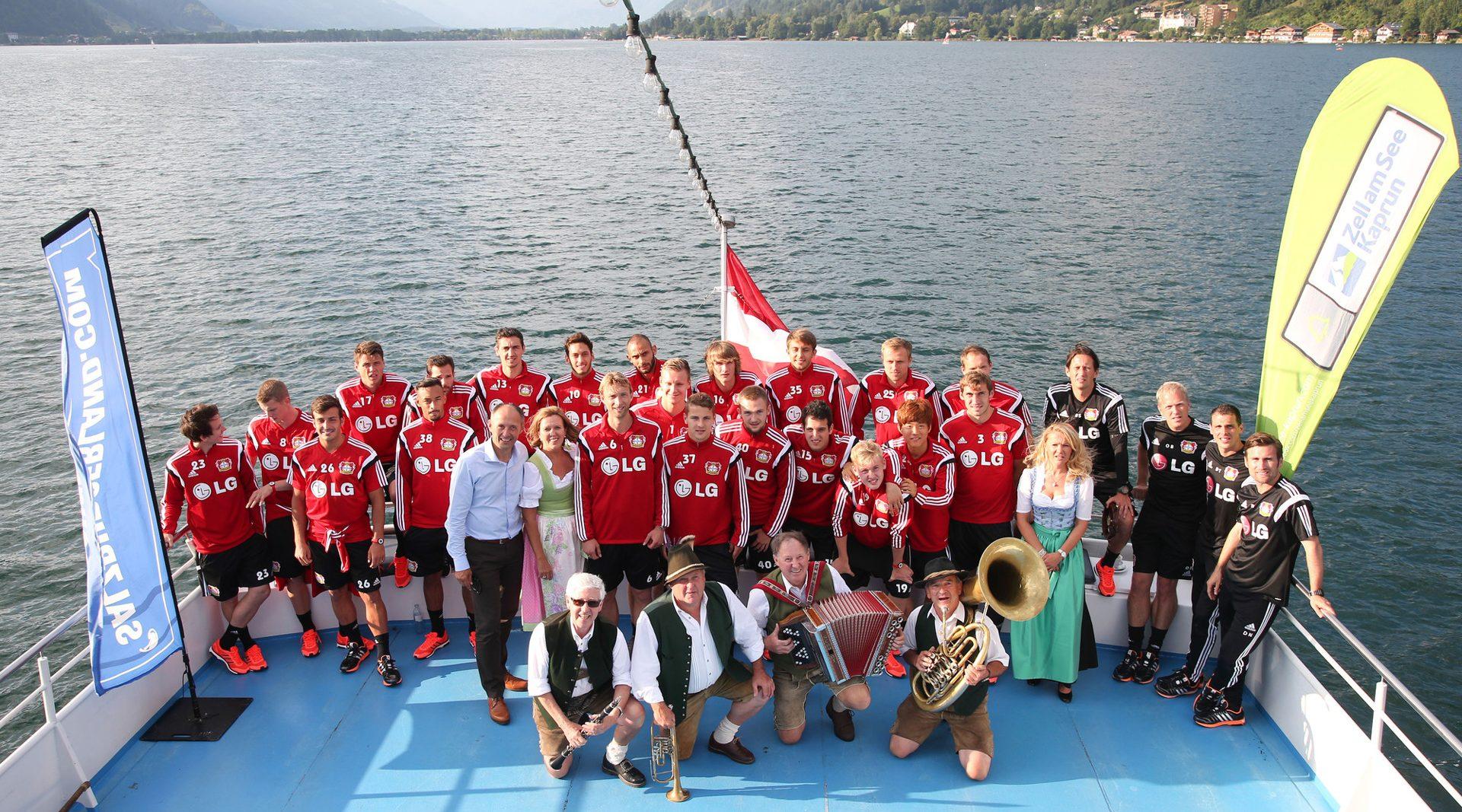 Fußballmannschaft Bayer 04 Leverkusen am Schiff am Zellersee
