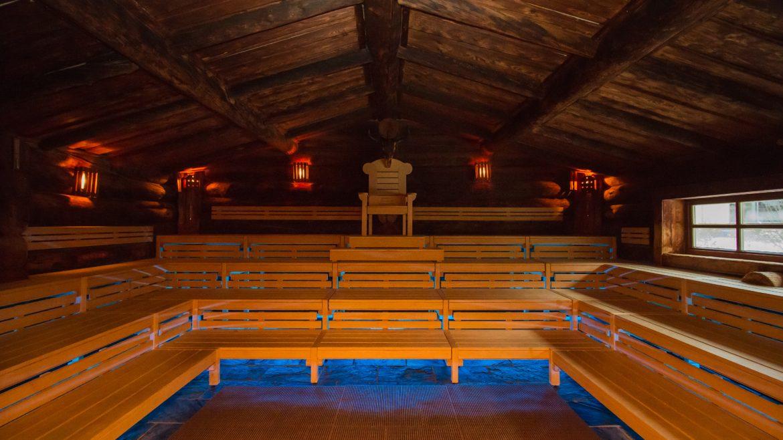 Bergsauna im Hüttenstil