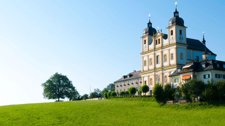 Wallfahrtskirche Maria Plain mitten im Grünen
