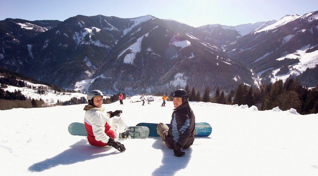 Snowboarder auf der Viehhofner Abfahrt.