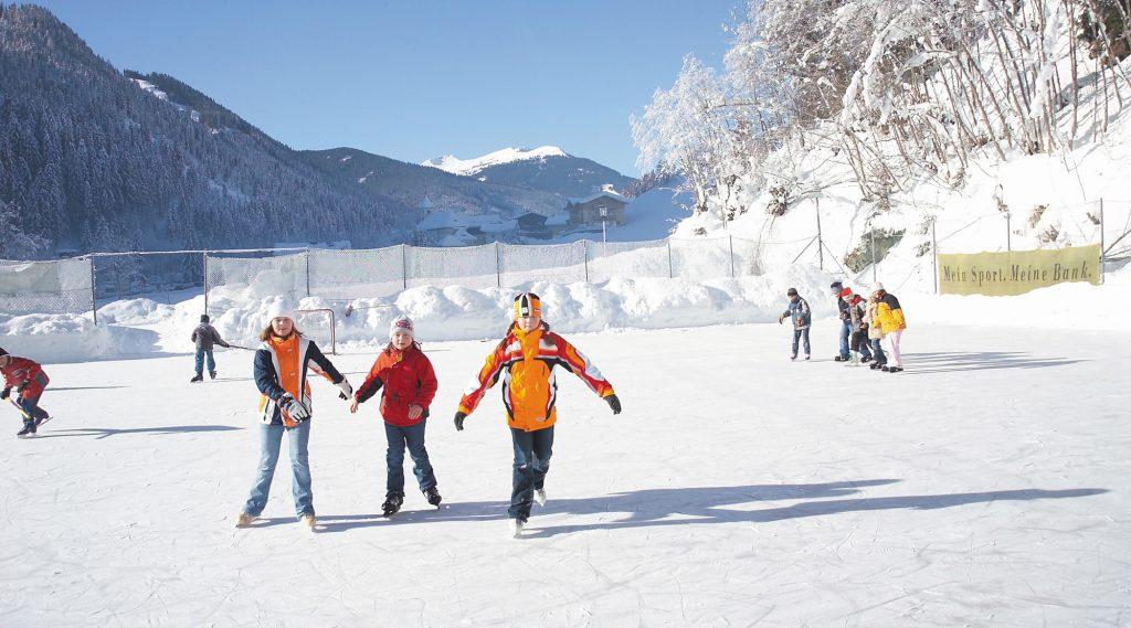 Kinder am Eislaufplatz Viehhofen