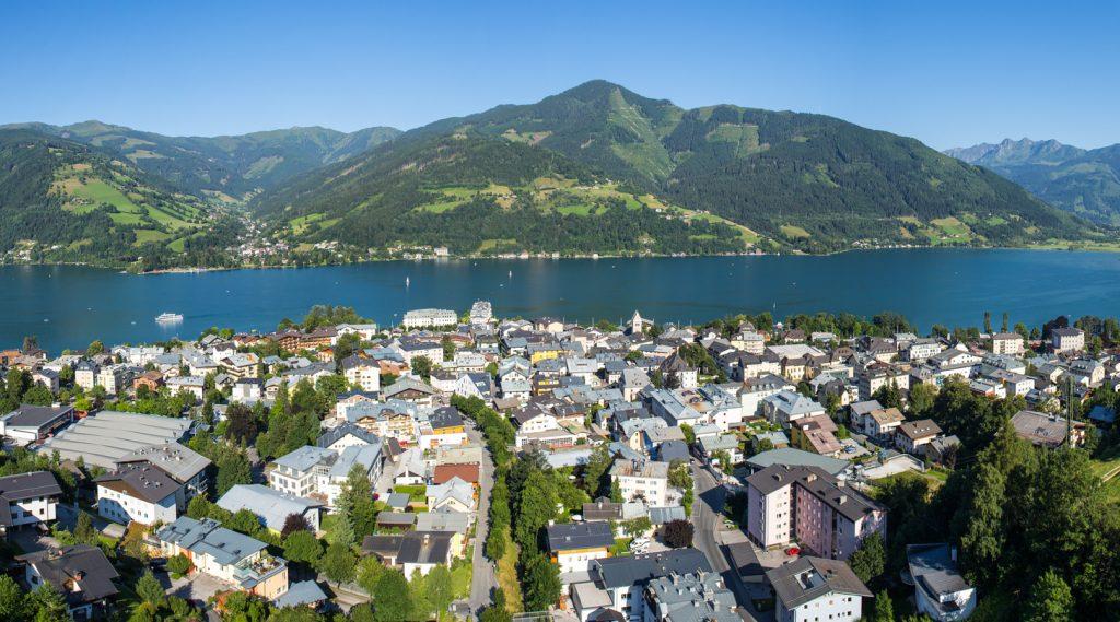 Blick auf den Stadtkern von Zell am See.