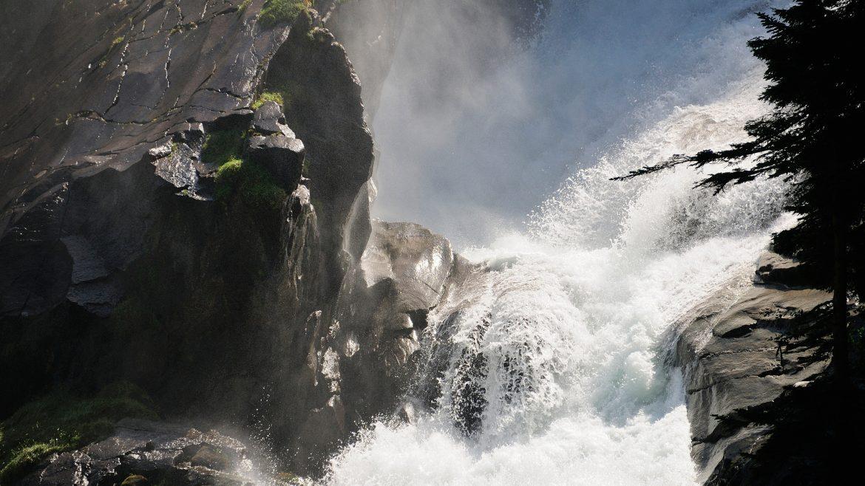 Die Kraft des Wassers an den Krimmler Wasserfällen.