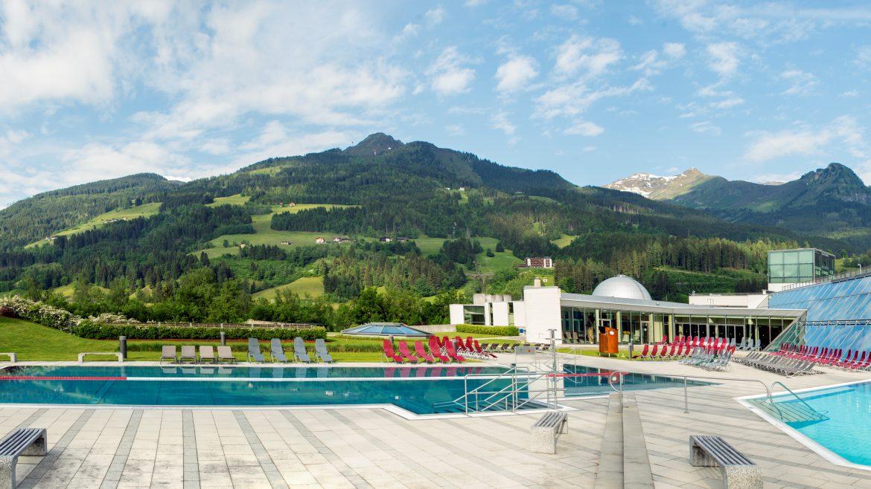 Außenansicht der Alpentherme Gastein