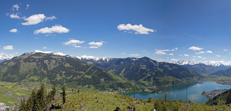 Sommerpanorama mit Blick vom Badhauskopf auf Maishofen und Zell am See