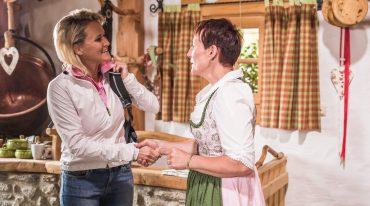 Alexandra Meissnitzer trifft Sophie Ennsmann auf der Gainschniggalm