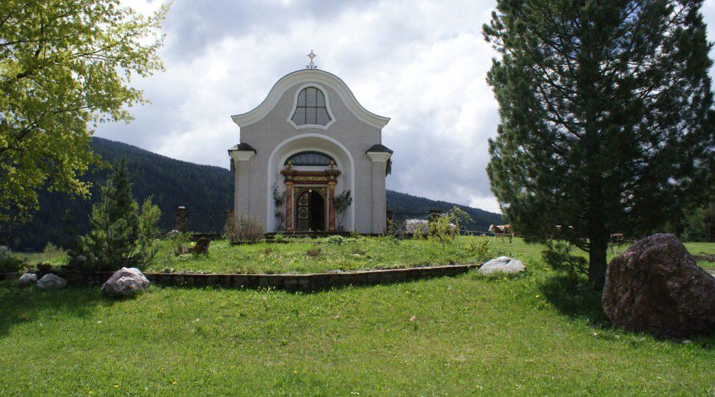 Kapelle auf der Wiese