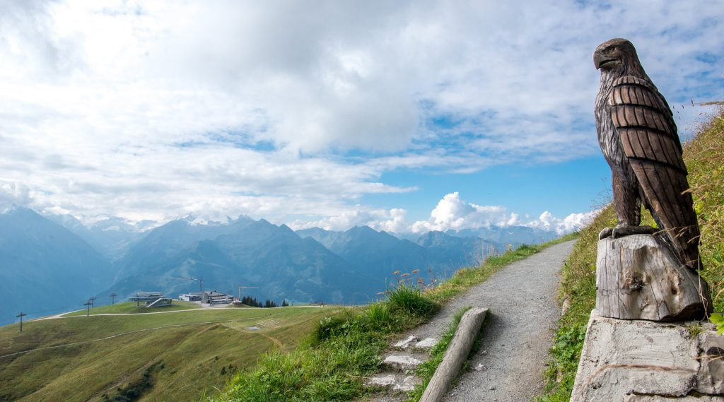 Geschotterter Wanderweg auf der Schmittenhöhe
