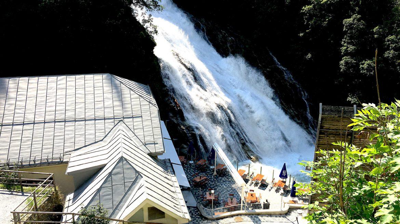 Cafe direkt am Wasserfall