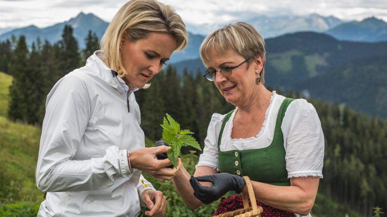 © SalzburgerLand Tourismus, Michael Groessinger, Alexandra Meissnitzer auf der Bürglalm