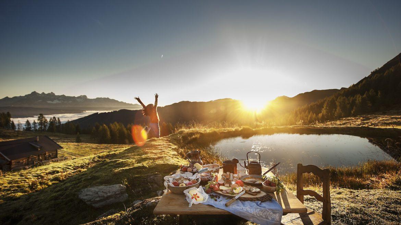 Perfekter Start in den Tag: Das Frühstücl auf der Alm ©Altenmarkt-Zauchensee Tourismus/Hans Huber Photos