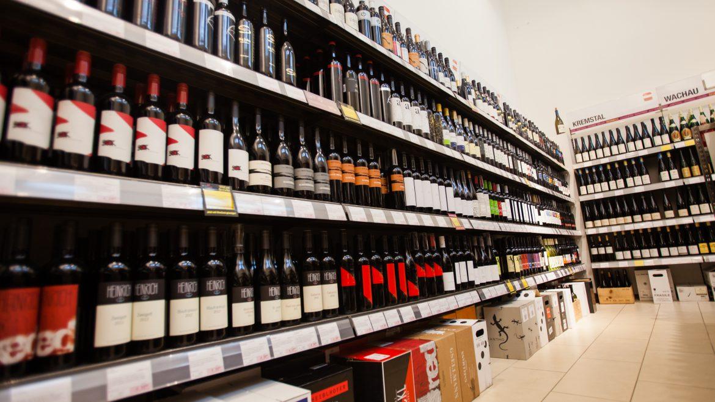 WEIN & CO Shop bietet über 2000 erlesene Weine an.
