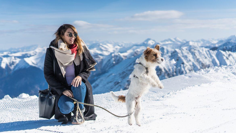 Nina Radman mit Hund Tobi im Gasteinertal