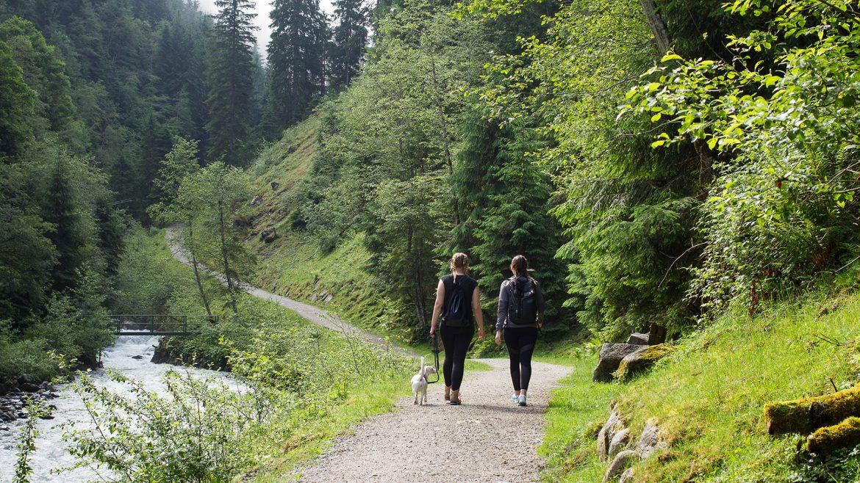 Angie und Julia am Smaragdweg