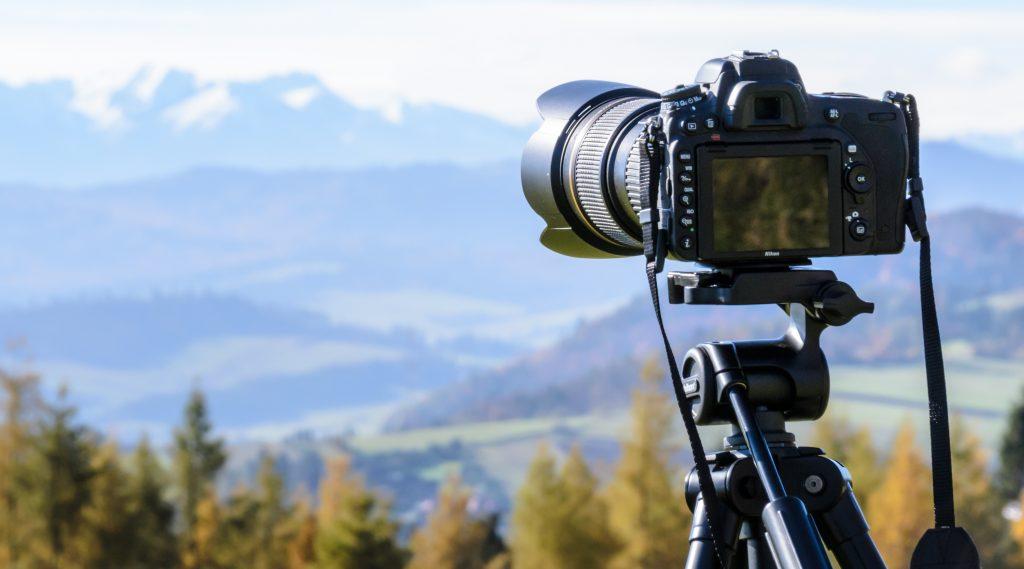 Fotokamerastativ in der Natur