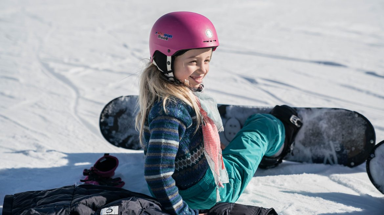Amy (Sechs Paar Schuhe) beim Snowboarden in der Almenwelt Lofer