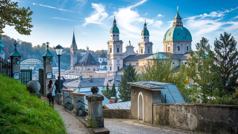 Mönchsberg beim Stieglkeller mit Blick auf den Dom zu Salzburg (c) Tourismus Salzburg GmbH, G.Breitegger
