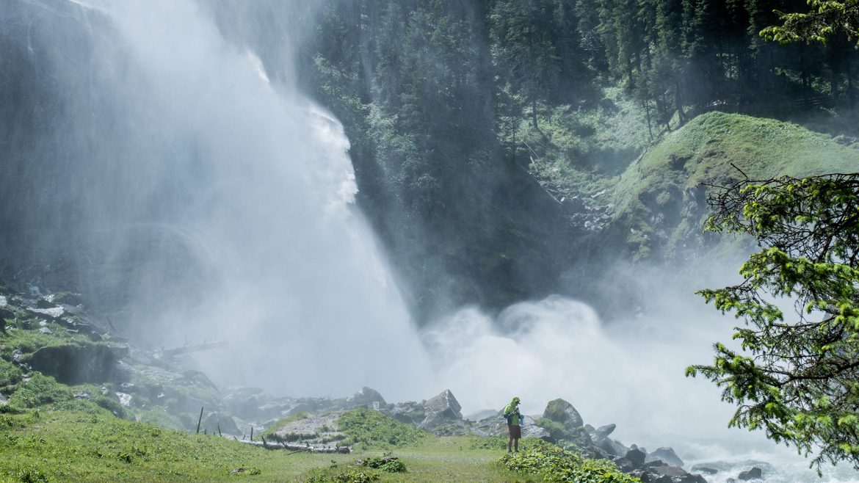 Sichtbarer Sprühnebel am Krimmler Wasserfall