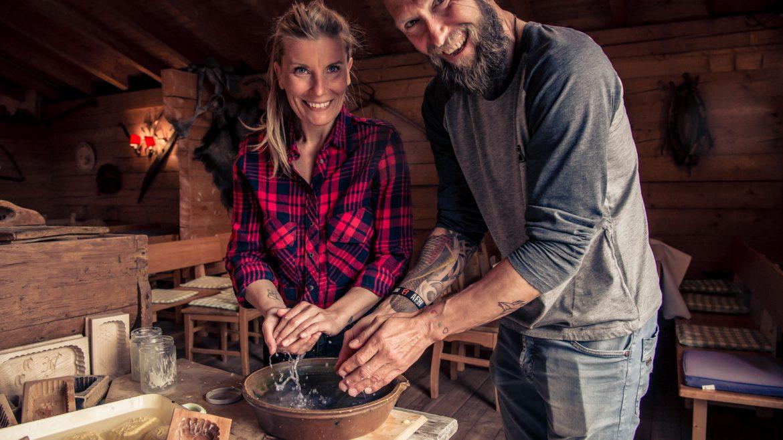 Sasch & Oli beim Buttern (c) Edith Danzer