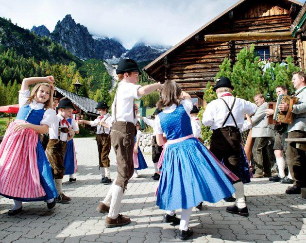 children folk dancers in dirndl an lederhose