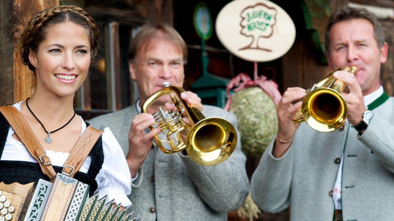 traditional bauernherbst musicians