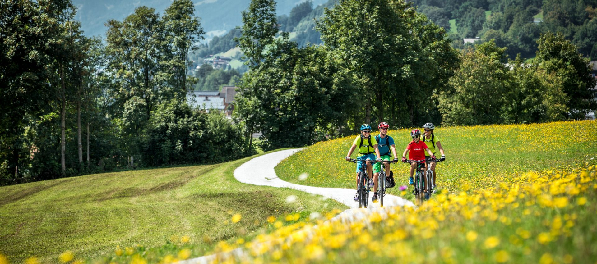 A family on bikes in the landscape of SalzburgerLand